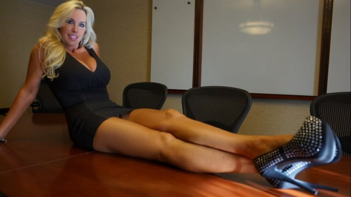 Sandra Otterson in Boardroom Blowjob