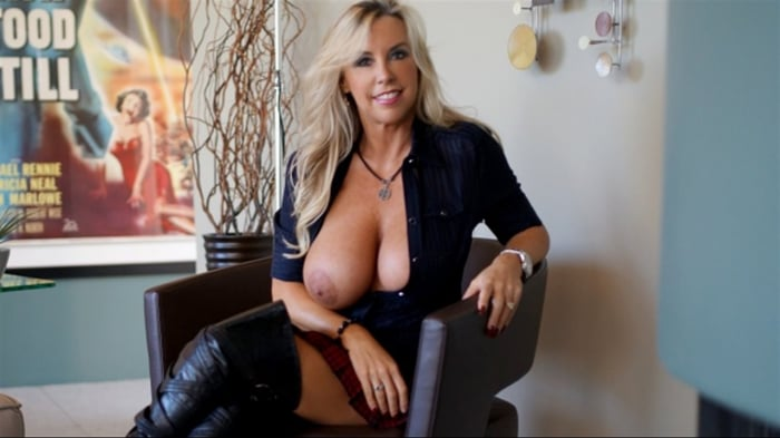 Sandra Otterson in Wifeys Bootbang